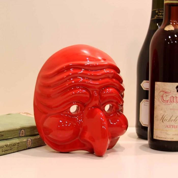 Maschera di Pulcinella in Terracotta Media Rosso ambientazione macri segni creativi