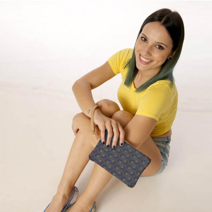 Pochette Donna Gaia Maiolicato Blu indossata
